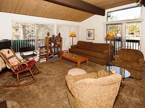 Timberline Condo with Mammoth Mountain View Mammoth Lakes (California) Set 2 km from Eagle Express (15) and 2.8 km from Village Gondola, Timberline Condo with Mammoth Mountain View offers accommodation in Mammoth Lakes. Guests benefit from balcony and an outdoor pool.  The kitchen is fitted with a dishwasher and an...