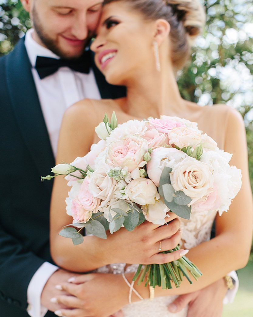 Go Green For Your March Wedding Decor Ideas Flowers More Anemone Bouquet Wedding White Wedding Bouquets Green Wedding Bouquet