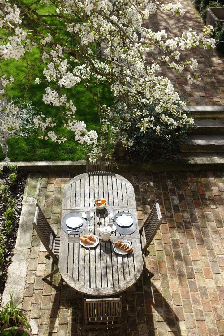 Petit Dejeuner Dans Le Jardin Lejardindelacathedrale Troyes