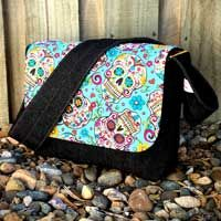 21 of the Best Free Messenger Bag Patterns & Tutorials #bagpatterns