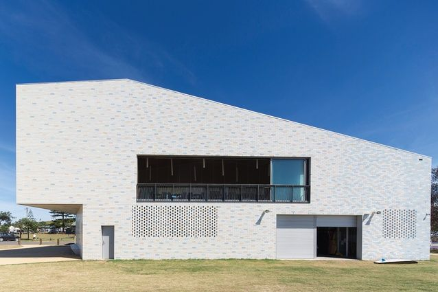 Neeson Murcutt Architects Has Designed An Approachable Building That  Engages With The Public Domain For This New Surf Life Saving Club On New  South Walesu0027 ...