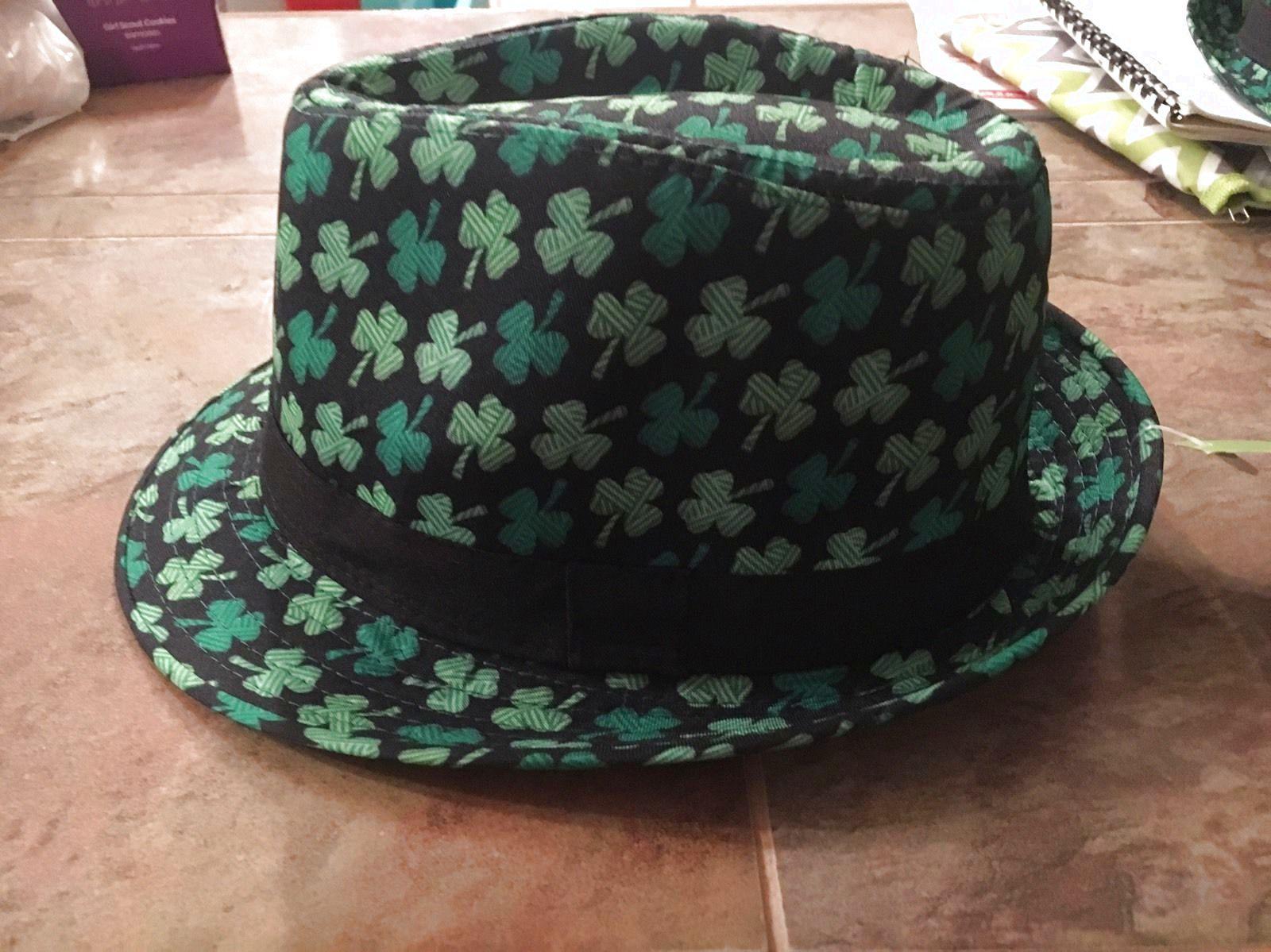 960e6e72b18b5 ST PATRICKS DAY FEDORA HAT GREEN IRISH COSTUME ACCESSORY SHAMROCK CAP  PARADE  14.99