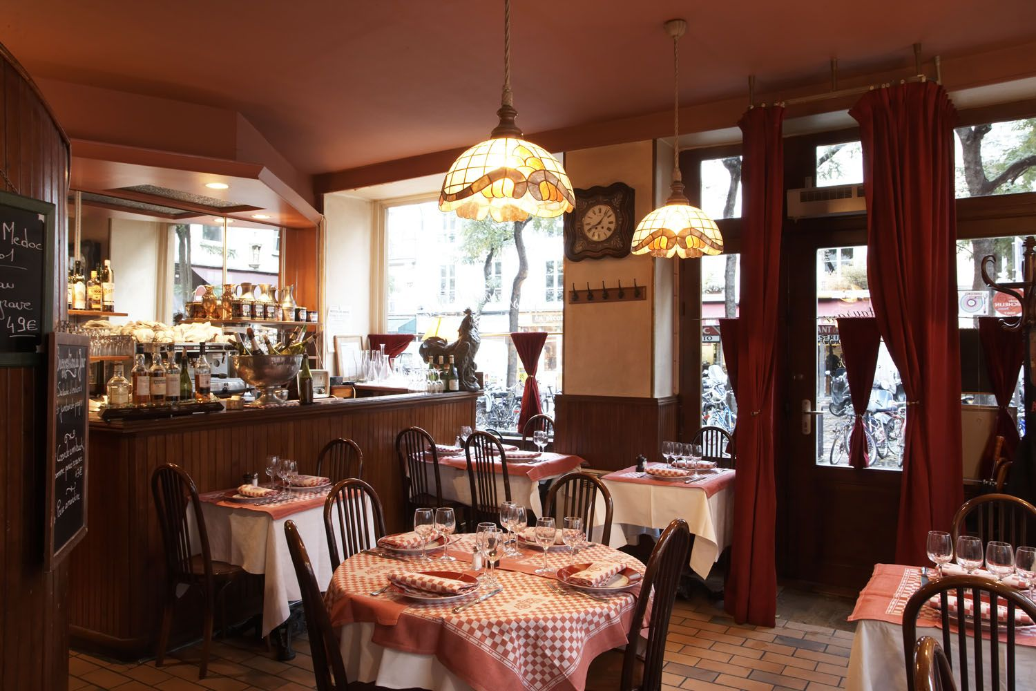 Astier Restaurant Paris 11 A Wonderful Old Fashioned French Restaurant In A Not Very Fashionable Part Of Paris W Paris Restaurants Paris Bistro Restaurant