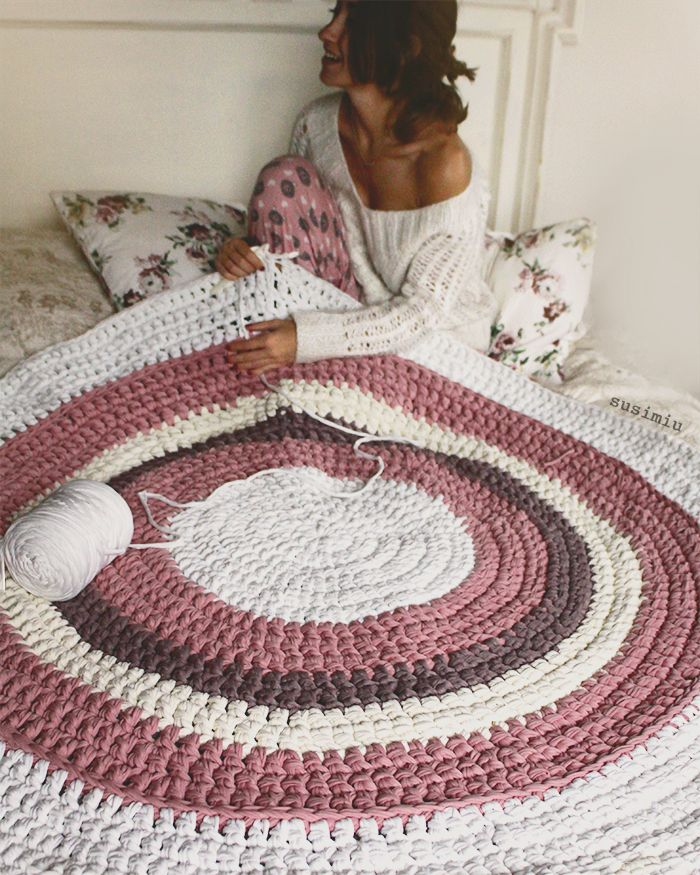 Alfombra de trapillo en rosa blanco y topo for Tejidos de alfombras
