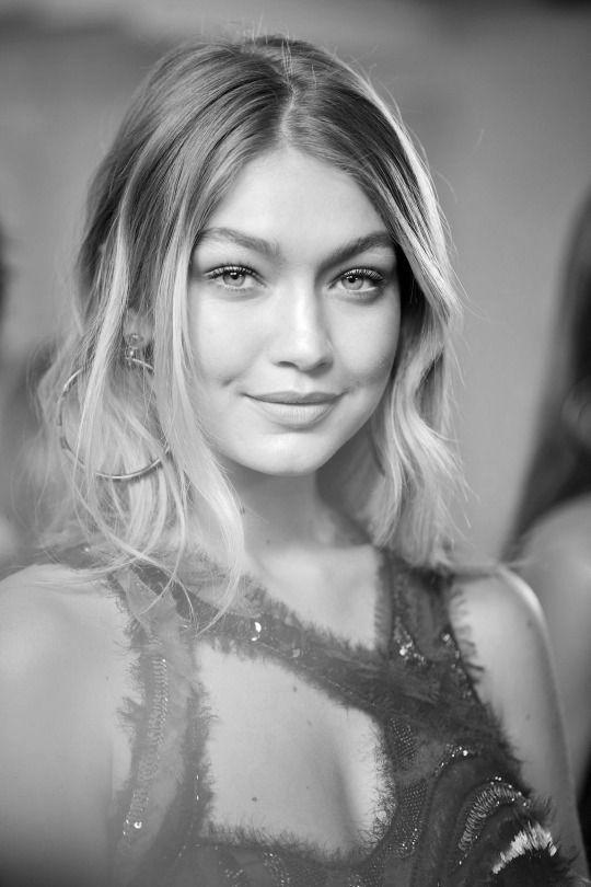 Gigi Hadid backstage at Versace SS 2016 RTW - Milan Fashion Week