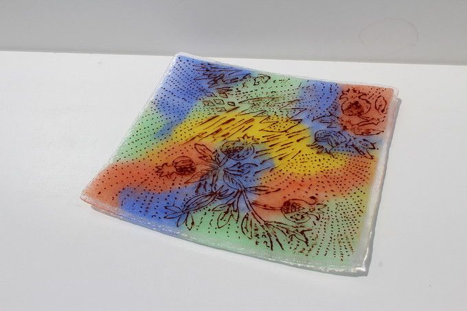 線と点が生き生きと飛び交う四角皿(S.K.さんの作品