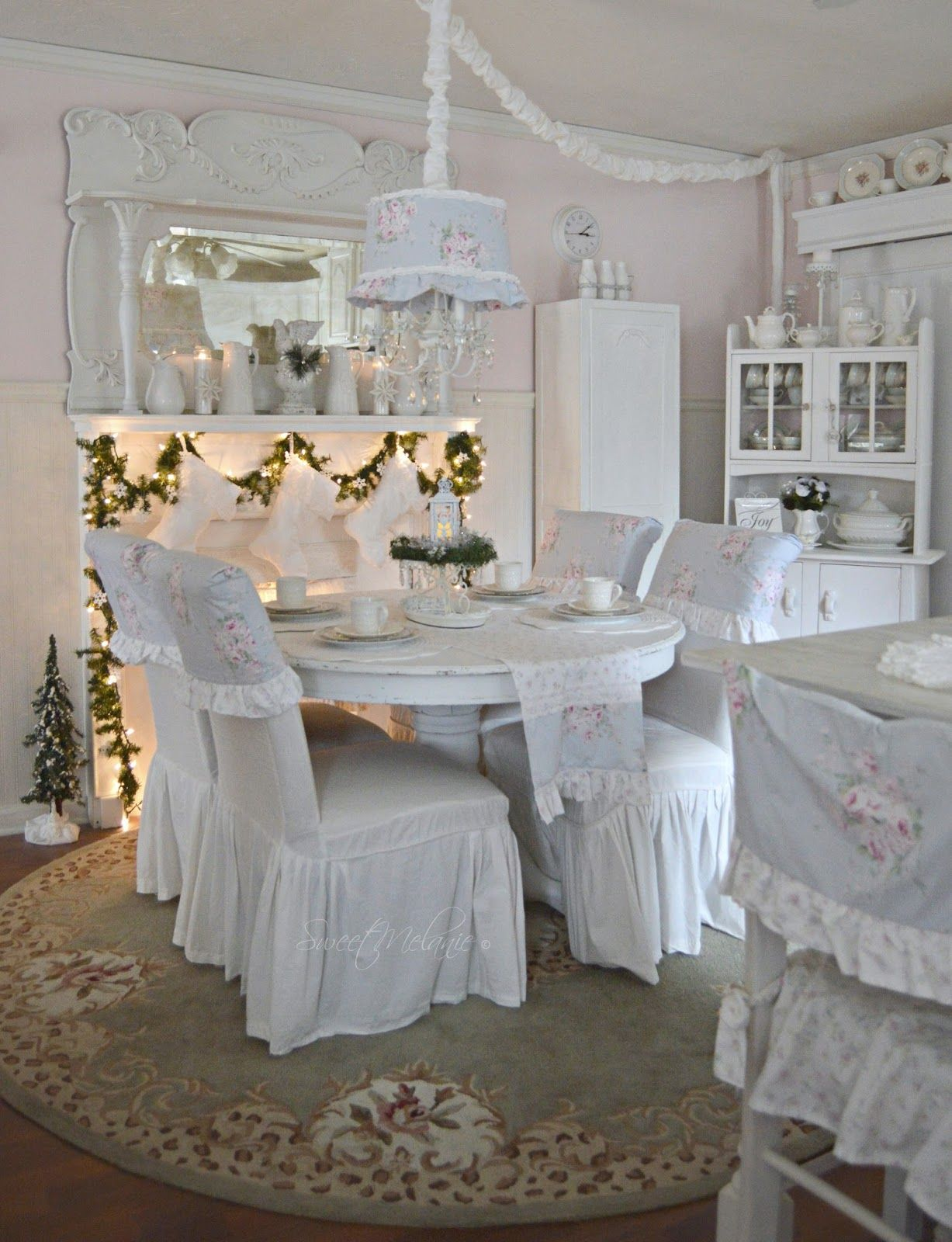 Housse De Chaise Chic Christmas Is A Time To Gather And That Usually Ends Up In The