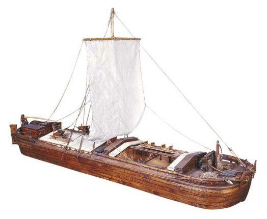 Maquette de chaland nantais, Redon. Les moyens de propulsion sont alors la voile, le halage à cheval ou à col d'homme. Le marinier utilise aussi la « bourde », perche longue de 5 ou 6 mètres et terminée par un crochet afin qu'elle accroche mieux le fond du canal. Le marinier la cale au niveau de l'épaule et avance, le pont du bateau glissant ainsi sur une vingtaine de mètres de long. L'opération est renouvelée jusqu'à l'étape suivante.