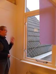 rolgordijn schuin raam a la een fokzeil mooie oplossing ben benieuwd of t bij