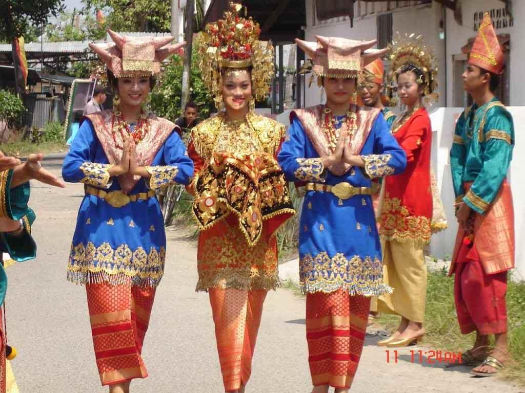 Kalimantan Timur Pakaian Adat