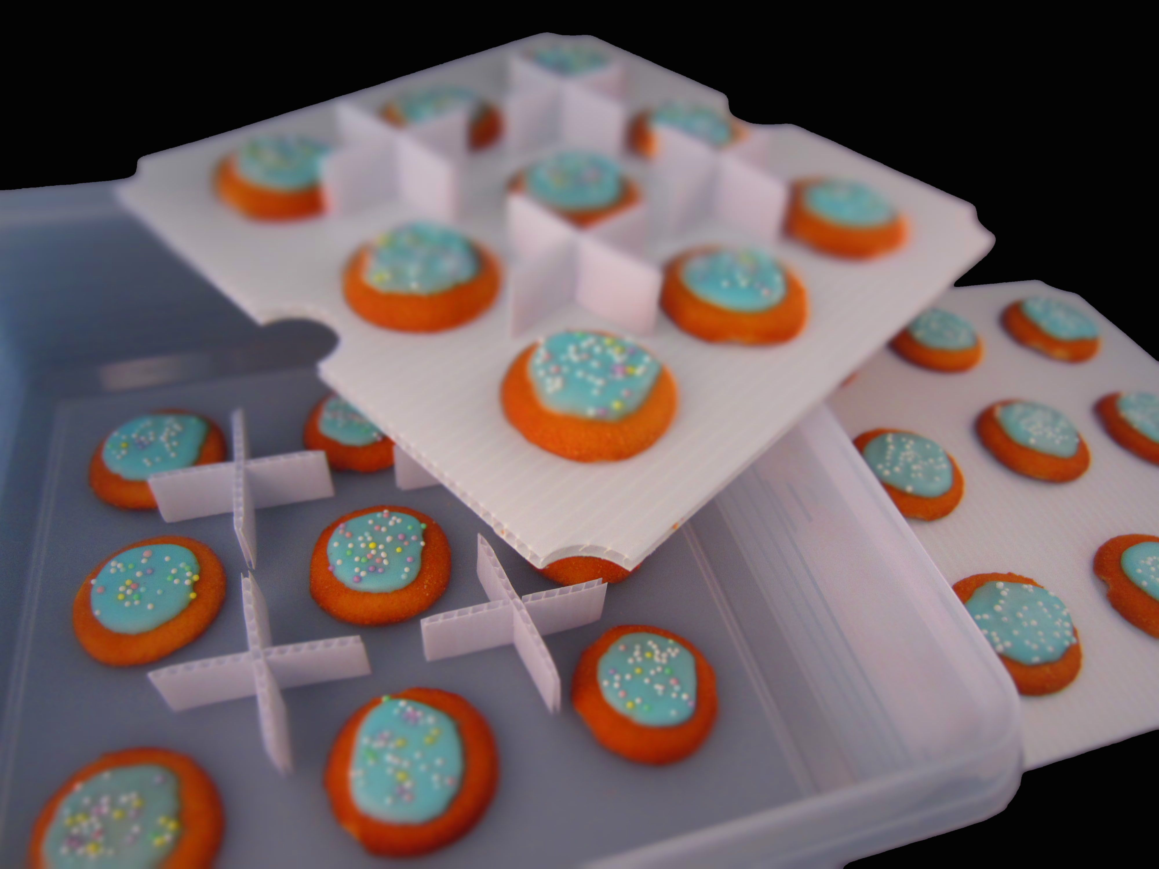 Separate, Stack And Store Your Cookies On Trays Using The