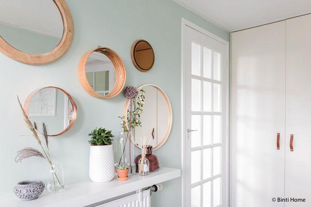 Ronde spiegels een mint groene wand en opbergtips in de hal