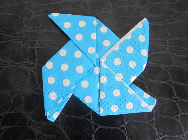 Pliage moulin vent pour serviettes en papier deco - Deco serviette papier ...