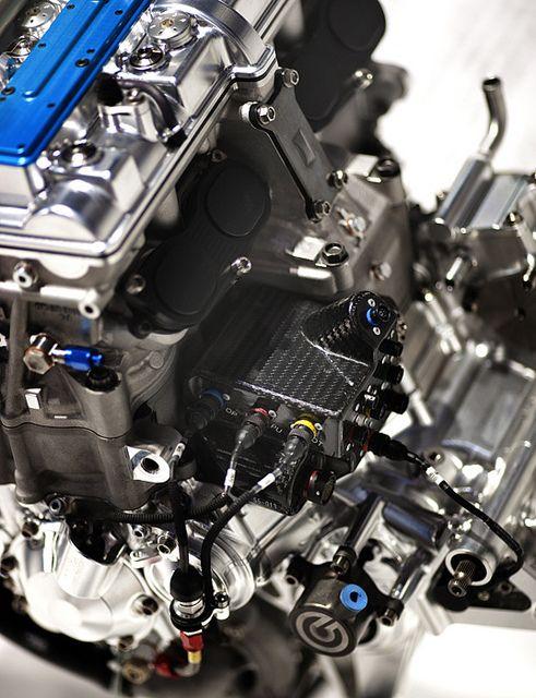 800cc inline-4 made in japan, via Flickr    Engine / Motor