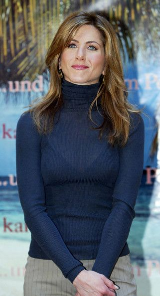 "Jennifer Aniston Photos - Actress Jennifer Aniston attends the German photocall for the new film 'Along Came Polly' on February 14, 2004 at the Adlon Hotel, in Berlin, Germany. - Berlin: ""Along Came Polly"" Photocall"