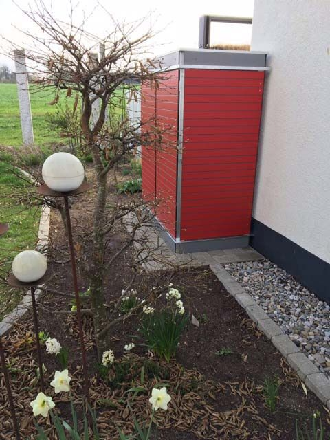 Gartenschrank Rot Mit Dachbegrunung Gartenschrank Garten Gartengerateschrank