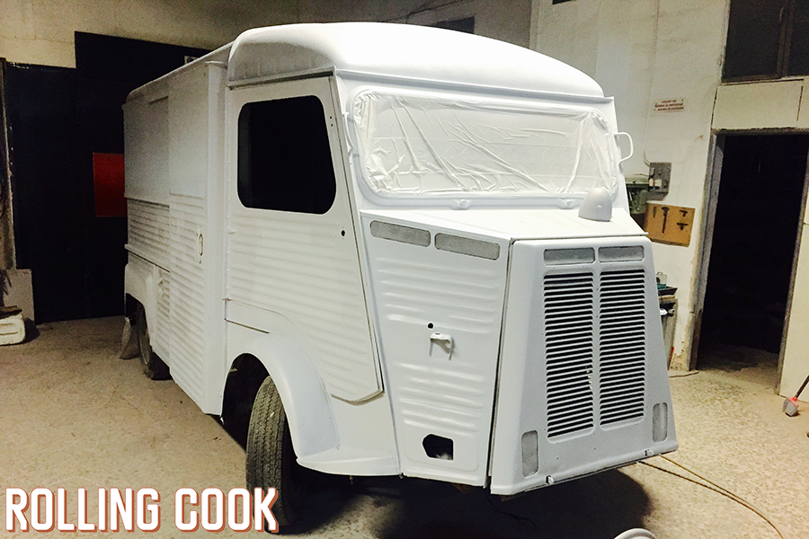Con mucha dedicación y horas de trabajo, nuestra primera food truck quedó preciosa y lista para llenar de encanto cualquier evento. #foodtruck #rollingcook #foodtruckwedding