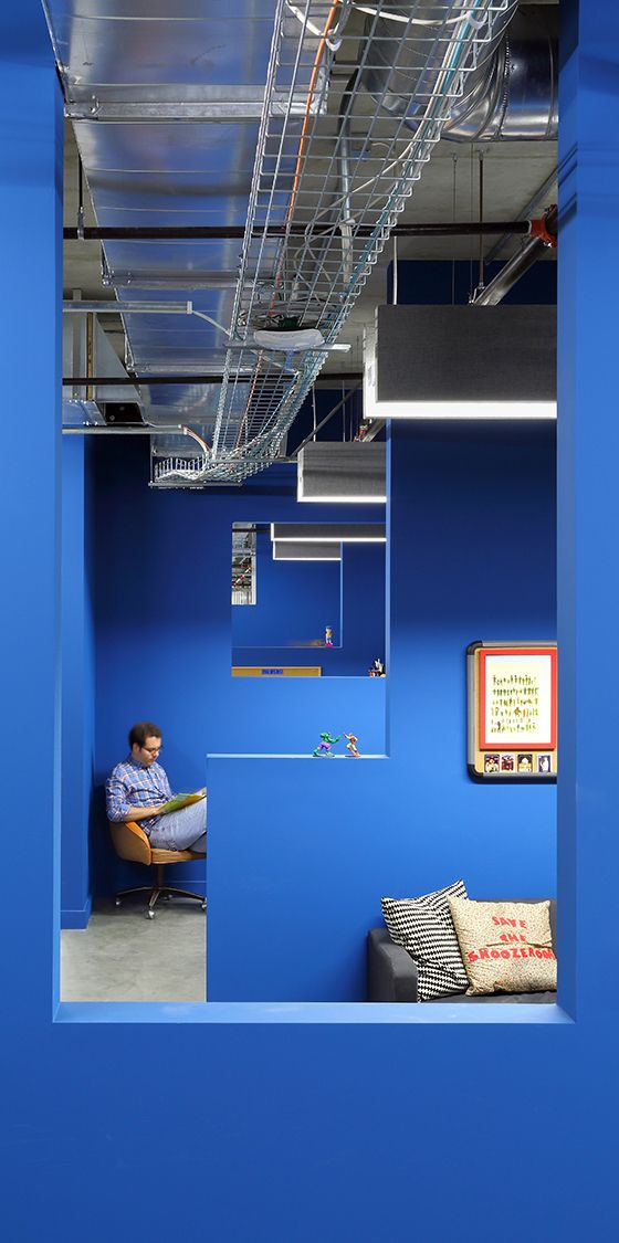 "Funhouse Chic: Inside The ""Funny Or Die"" Officesץ a company that has a foot in both the tech and the entertainment worlds. Although many startups express their free spirit through shared spaces and open floor plans, Funny or Die's producers needed smaller offices where they could work as a team, and have privacy."