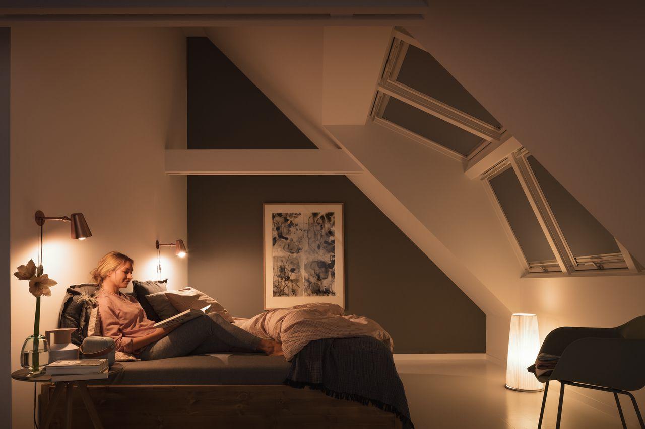 Gemütliches Schlafzimmer mit VELUX Dachfenstern.   Chambre ...