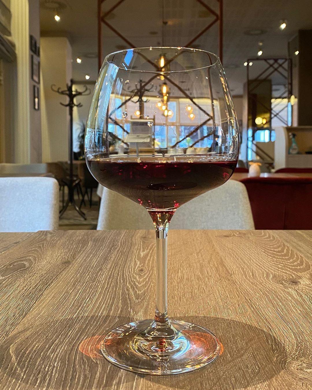 Alone but not lonely :) . . . #restaurant #dinner #dinnertime #restauraceostrava #vine #czechcuisine #imperialhotelostrava @imperialostrava