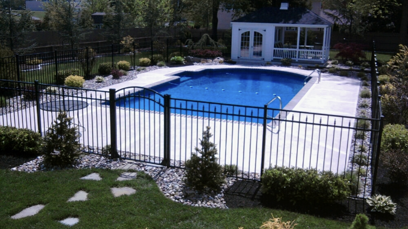 Pin By Teresa Gholston On Outdoors Swimming Pool Landscaping Inground Pool Landscaping Pool Landscaping