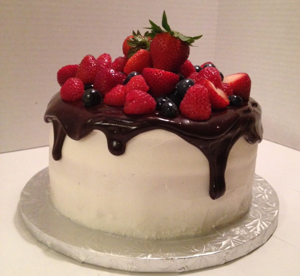 Cake With Fruit Pinterest : Fresh Fruit Birthday Cake - Fresh fruit birthday cake iced ...