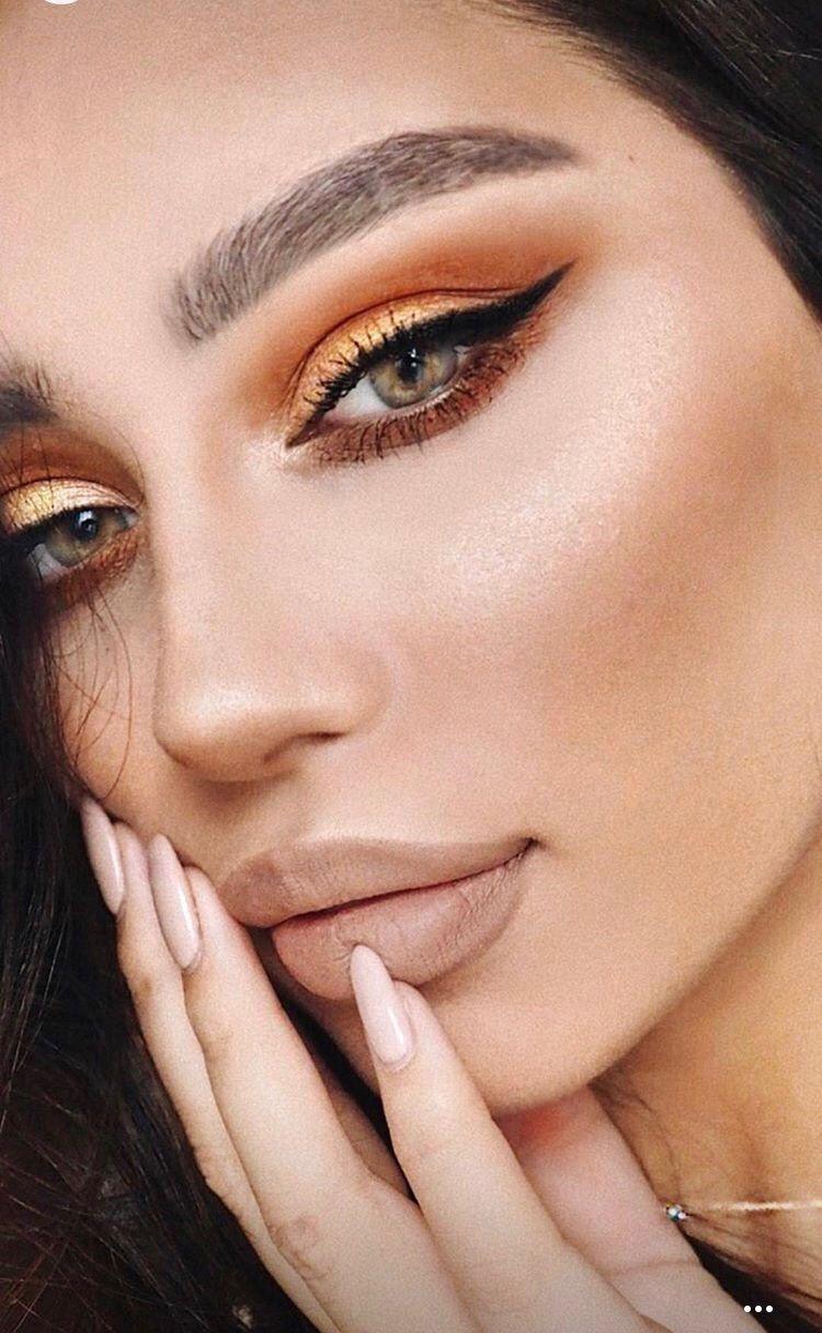 Madelyn Cline Used Buxom Lip Plumper At MTV Awards 2021