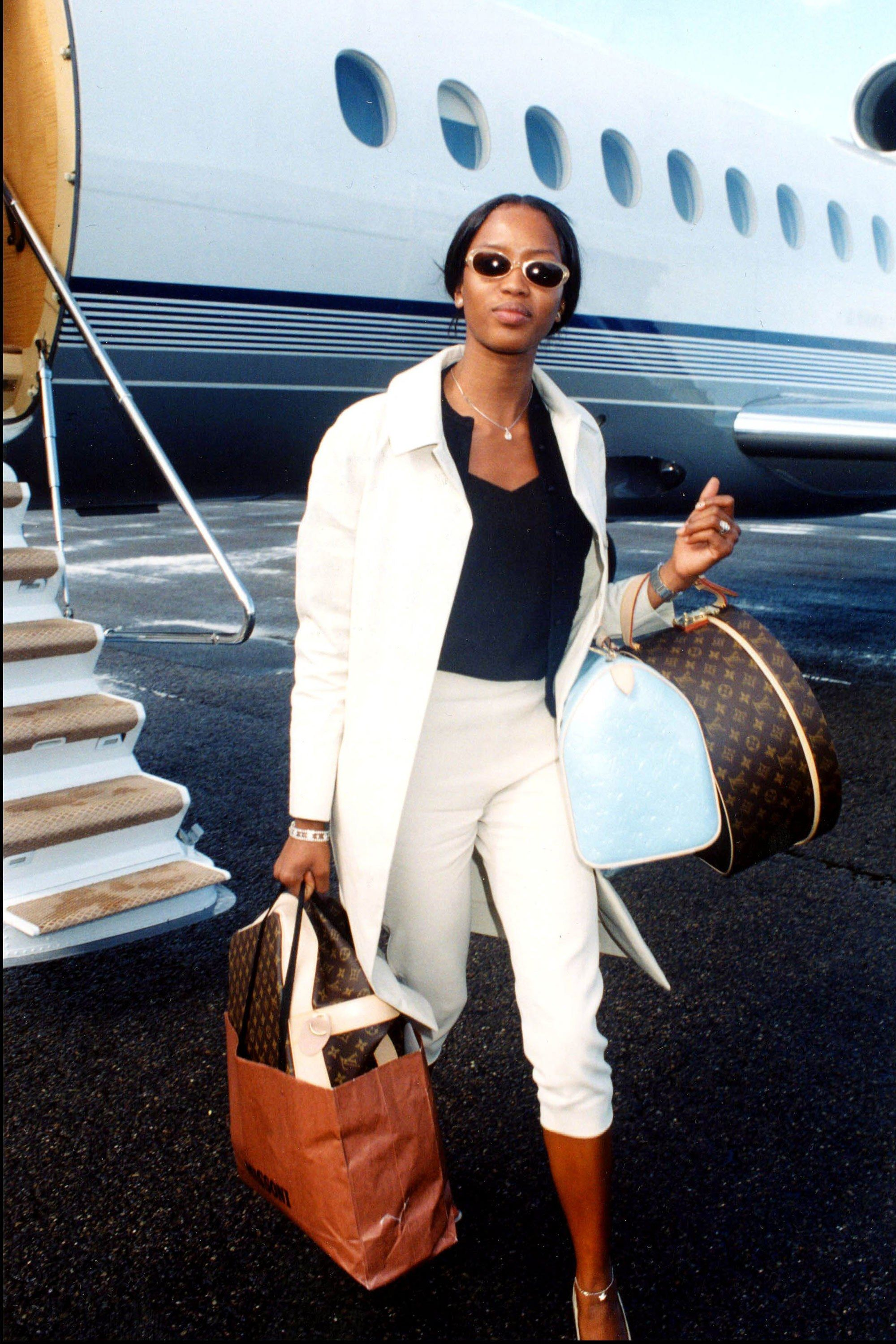90s Airport Fashion Supermodels and Actresses Kate Moss, Gwyneth Paltrow,  Naomi Campbell 87e7b911516e