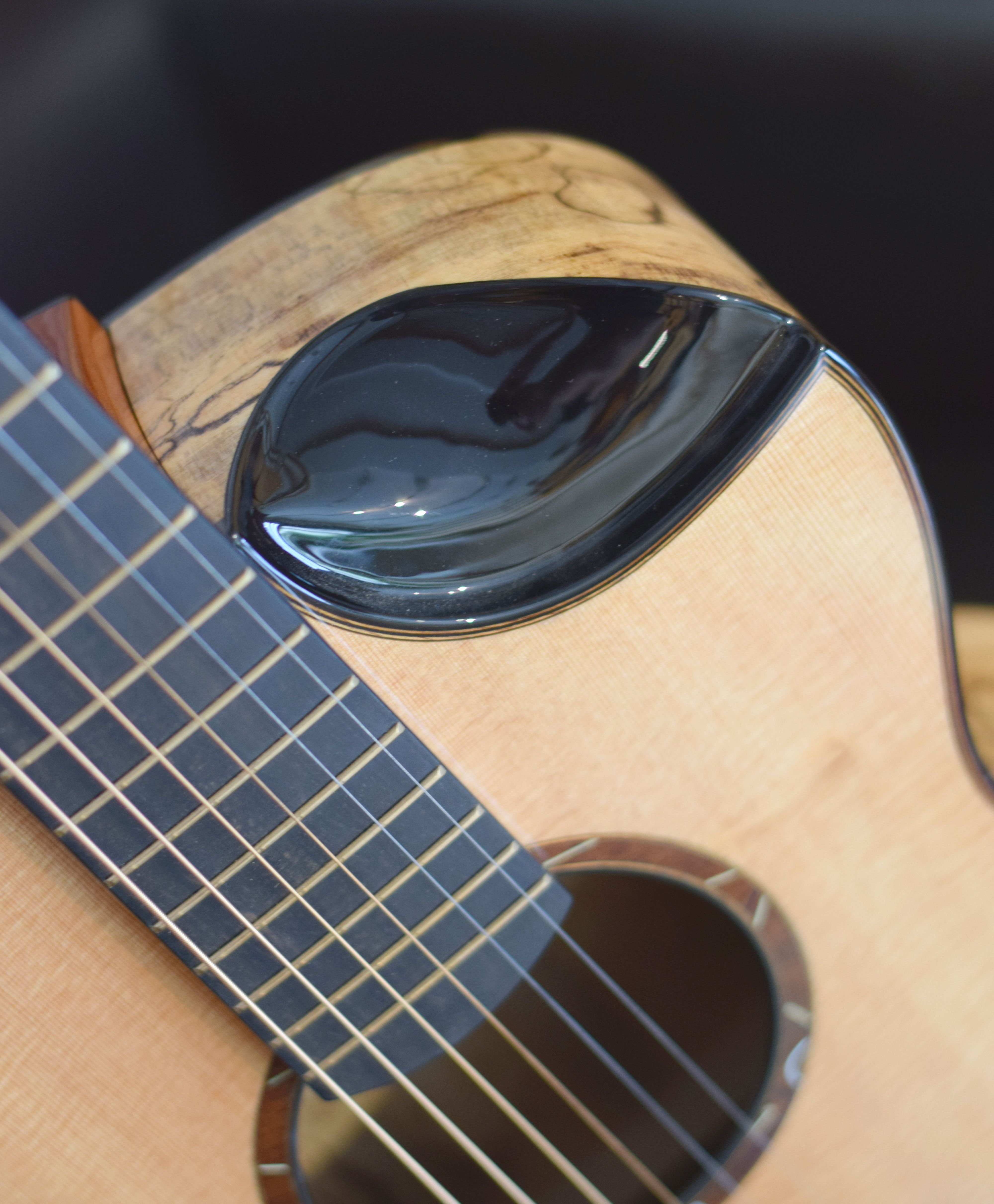 Mike Baranik S Scalloped Cutaway Or What I Like To Call The Scoop This Is A Brilliant Example Of How Contemporary Luthiers Acoustic Guitar Luthiery Guitar