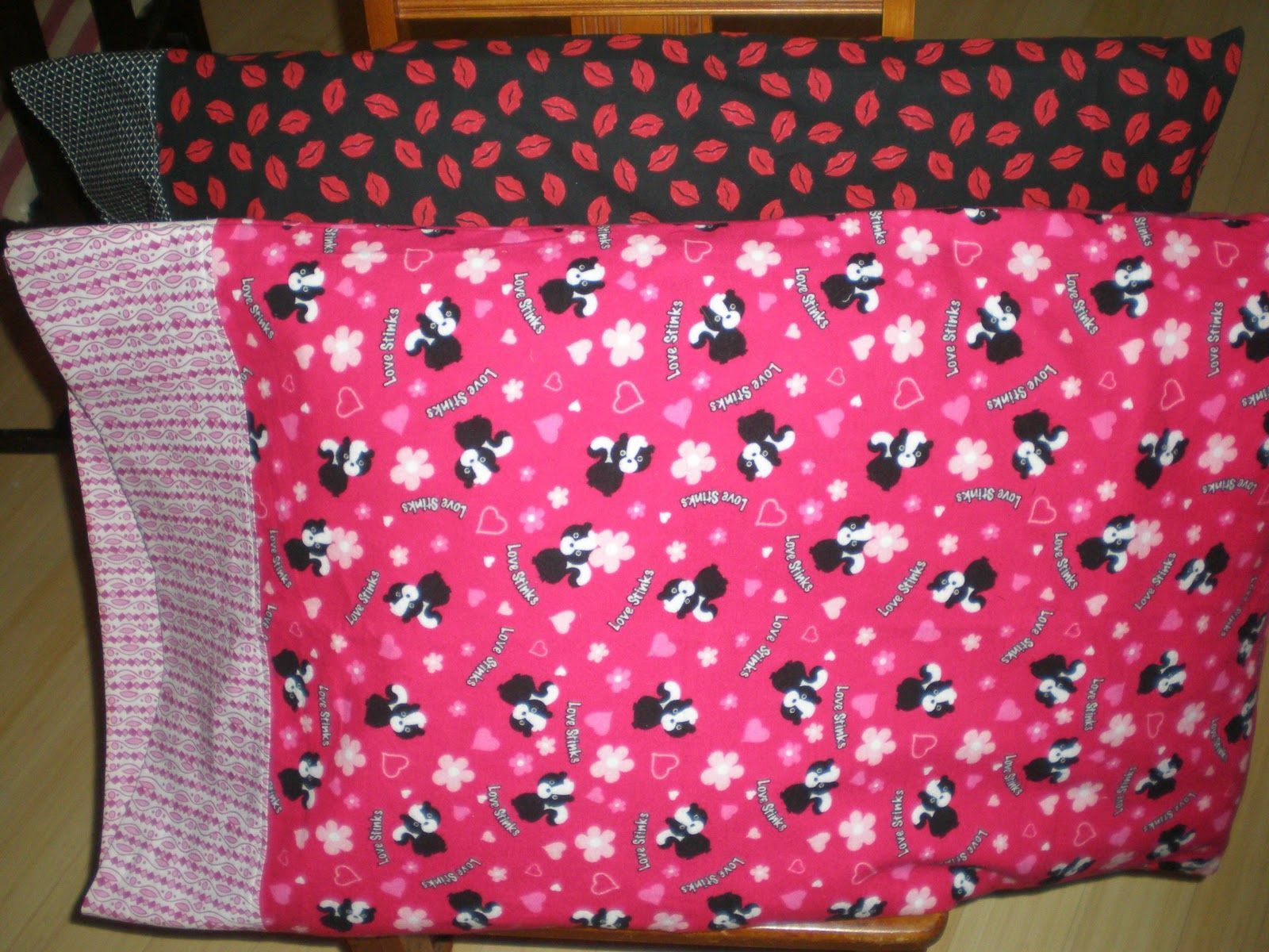 Super Easy Pillowcase Tutorial: Frilly Lilly  Easy Pillowcase Tutorial    Well written  easy to    ,