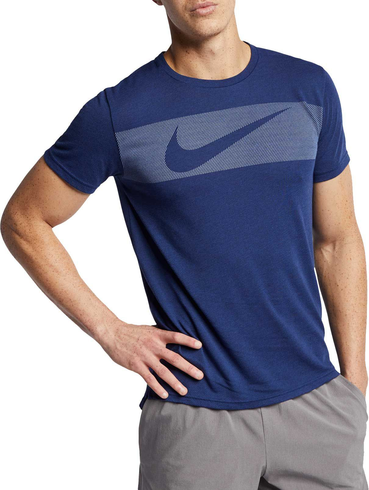 Nike Men S Hyper Dry Graphic Tee In 2020 Mens Tshirts Mens Workout Clothes Men Shirt Style