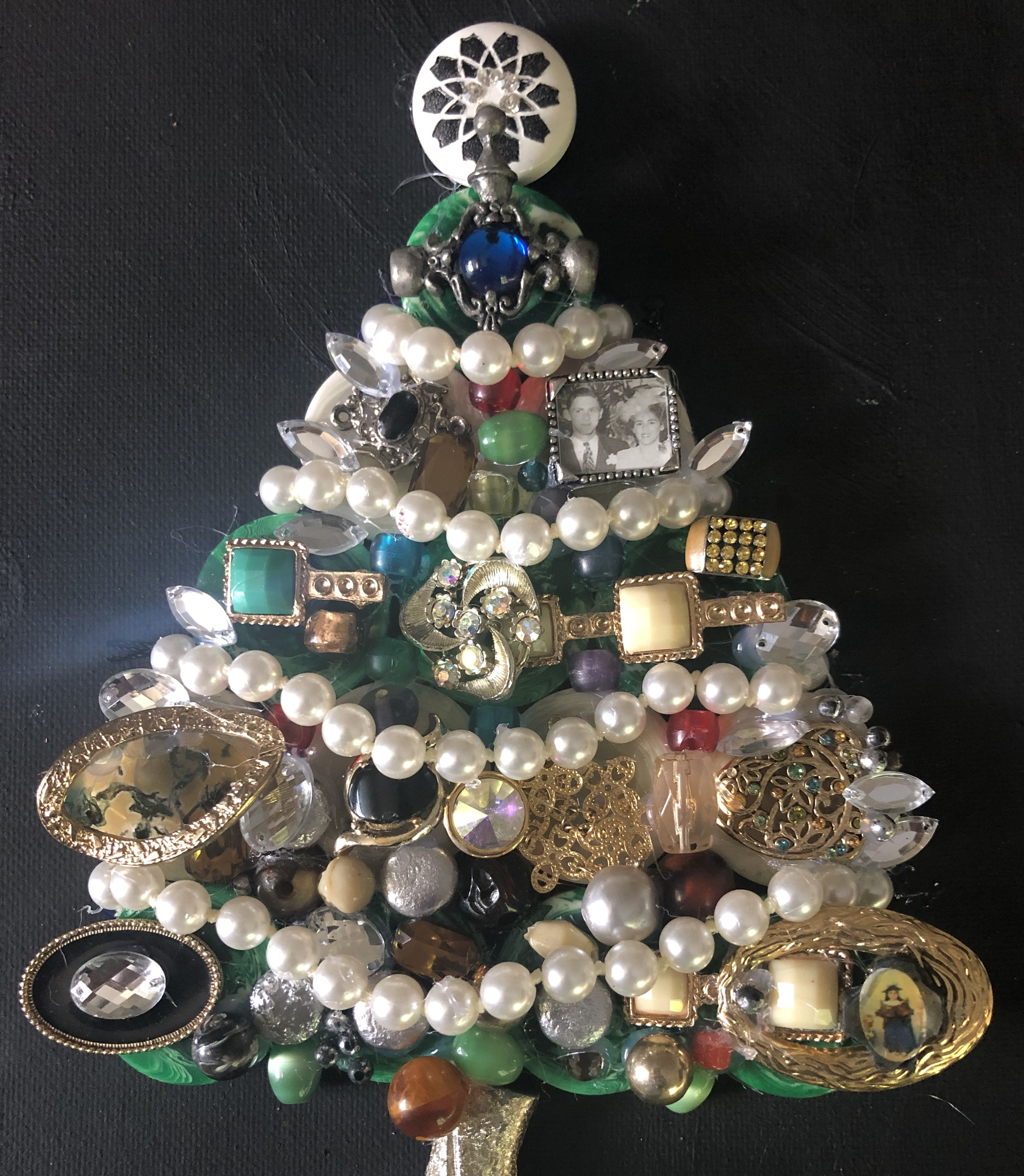 Kitschy Christmas Tree Made Of Jewelry Etsy In 2020 Jewelry Christmas Tree Eclectic Christmas Trees Unusual Christmas Trees