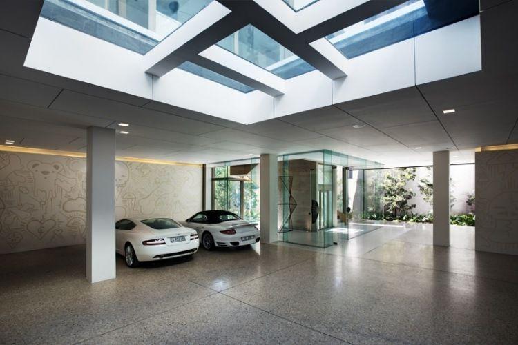 faux plafond bois, garage design, éclairage LED intégré et sol en ...