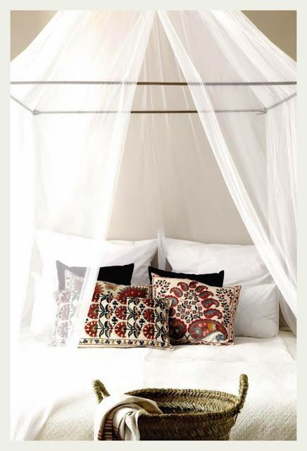 Gorgeous sheer white canopy, queen bed. Very luxe