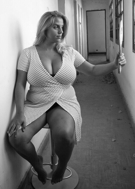 Stuck in the hall but she doesn 39 t even notice curvy pinterest curvy curves and - Beatufiol cock peicther ...