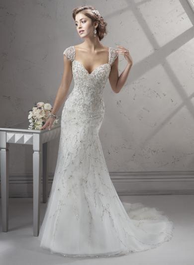 Sottero&Midgley CAYLEIGH - Úžasné vykorálkované tylové šaty A-čkového strihu s trblietavými Swarovski krištálikmi a ženským srdiečkovým výstrihom. Noblesný štýl dopĺňajú nádherné kamienkami vyšívané ramienka. To je luxusný model pre najnáročnejšie nevesty.