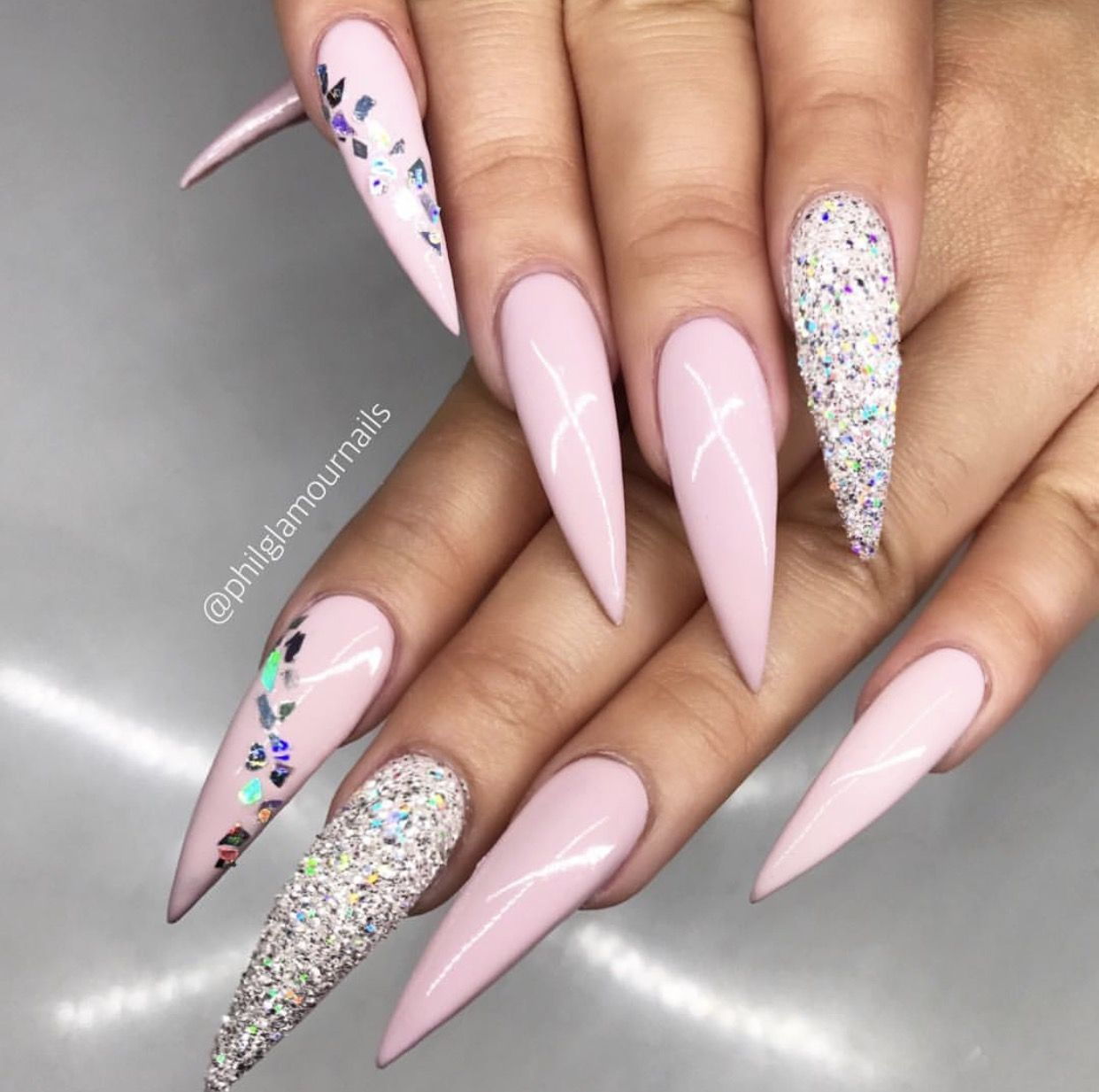 Pin by Aria Desai on #nails | Feather nails, Feather nail