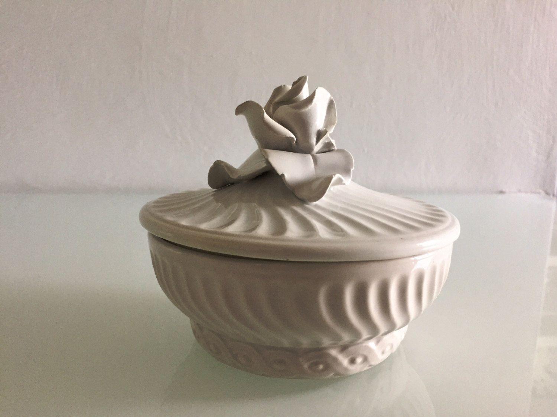 piccola scatola antica in porcellana con rosa di EclecticAtmosphere su Etsy