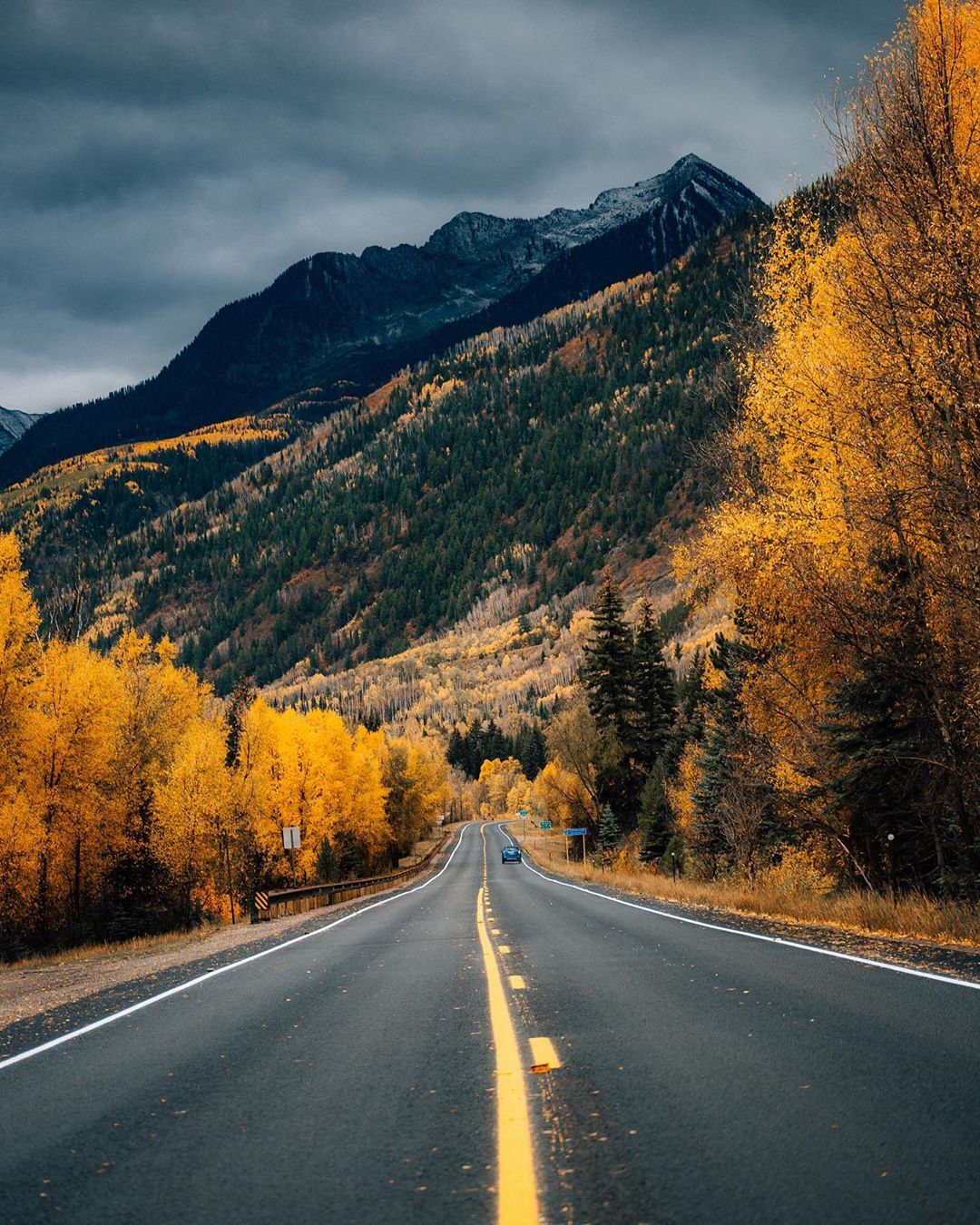 There Is Something About Long Drives Through The Fall Colored Views That Gets Me Excited To Wake Up Every Morn Beautiful Scenery Nature Beautiful Roads Scenery
