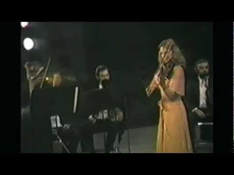 MOZART (1756-1791)  Director:  Luis Ximénez Caballero (Xalapa, Veracruz, México)    Camerata Sociedad Cooperativa, S.C.L.  Orquesta Sinfónica del Noroeste (OSNO).    Teatro Degollado.  Guadalajara, Jalisco, México.  VIDEOS 1, 2 y 3:    Sinfonía concertante para violín y viola en mi bemol (K. 364).  [1 de 3]: I. Allegro maestoso.  [2 de 3]: II. Andante.  [3 de 3]: III. Rondo: Presto.  Solistas:  Arturo Guerrero (México, violín).  Svetlana Arapu (Rumania, viola).  18 de junio de 1981.