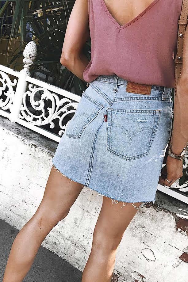 2129f91db18759 Levi's Deconstructed Light Wash Denim Mini Skirt | Outfits | Mode ...