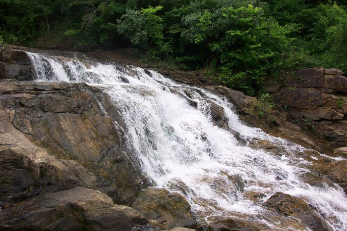10 Places In Illinois That Ll Make You Swear You Re On Another Planet Illinois Travel Waterfall Outdoor Travel Adventure