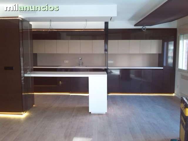 Instalador profesional ofrece muebles de cocina a medida ...