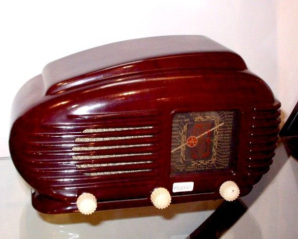 My favourite bakelite Tesla radio, with its timeless design, made in former Czechoslovakia