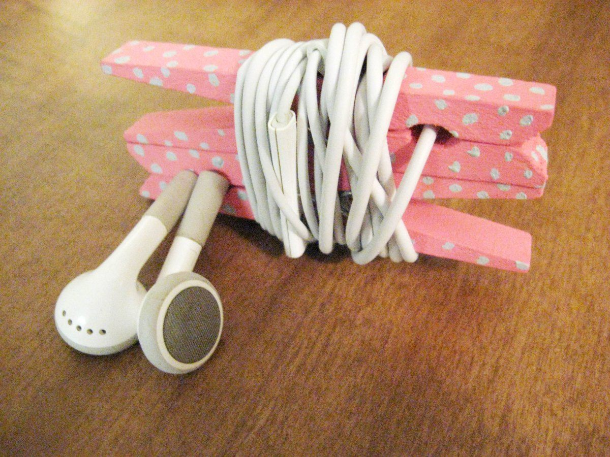 diy headphone organizer from clothespins