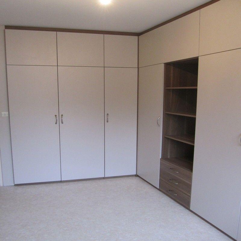 utilisation d 39 un angle d 39 une chambre pour un dressing 100 sur mesure. Black Bedroom Furniture Sets. Home Design Ideas