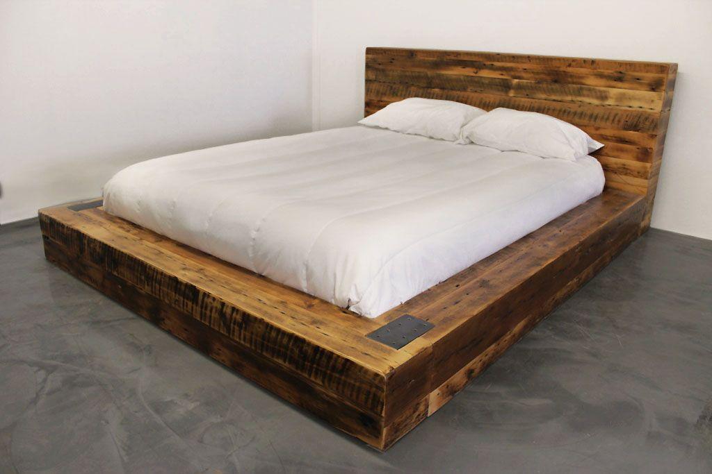 Suberbe lit en vieux bois de grange style industriel acier et bois disponible en