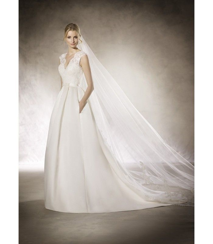 0e267f253 Vestido de novia Hyria de La Sposa.