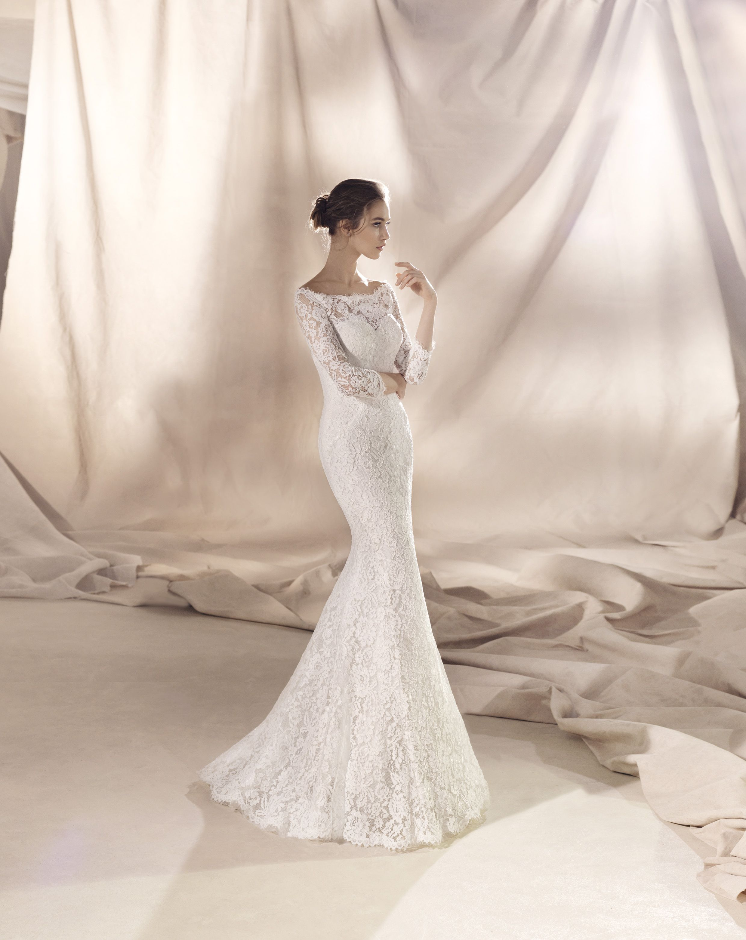White One Collection 2018 Pronovias Fashion Group Beautiful Mermaid Wedding Dress In Lace A Sweetheart Neckline Combined With Semi S Vestidos Casamento Look
