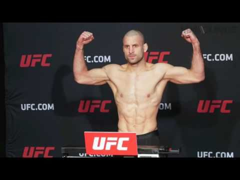 Mma Ronda Rousey Darts Out Of Ufc 207 Weigh Ins Johny Hendricks Misses Again Ufc Mma Fighting Ufc News